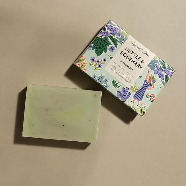 HelemaalShea tahke šampoon nõgese ja rosmariiniga 110g