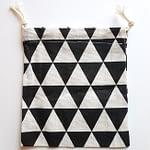 Must-valge kolmnurk